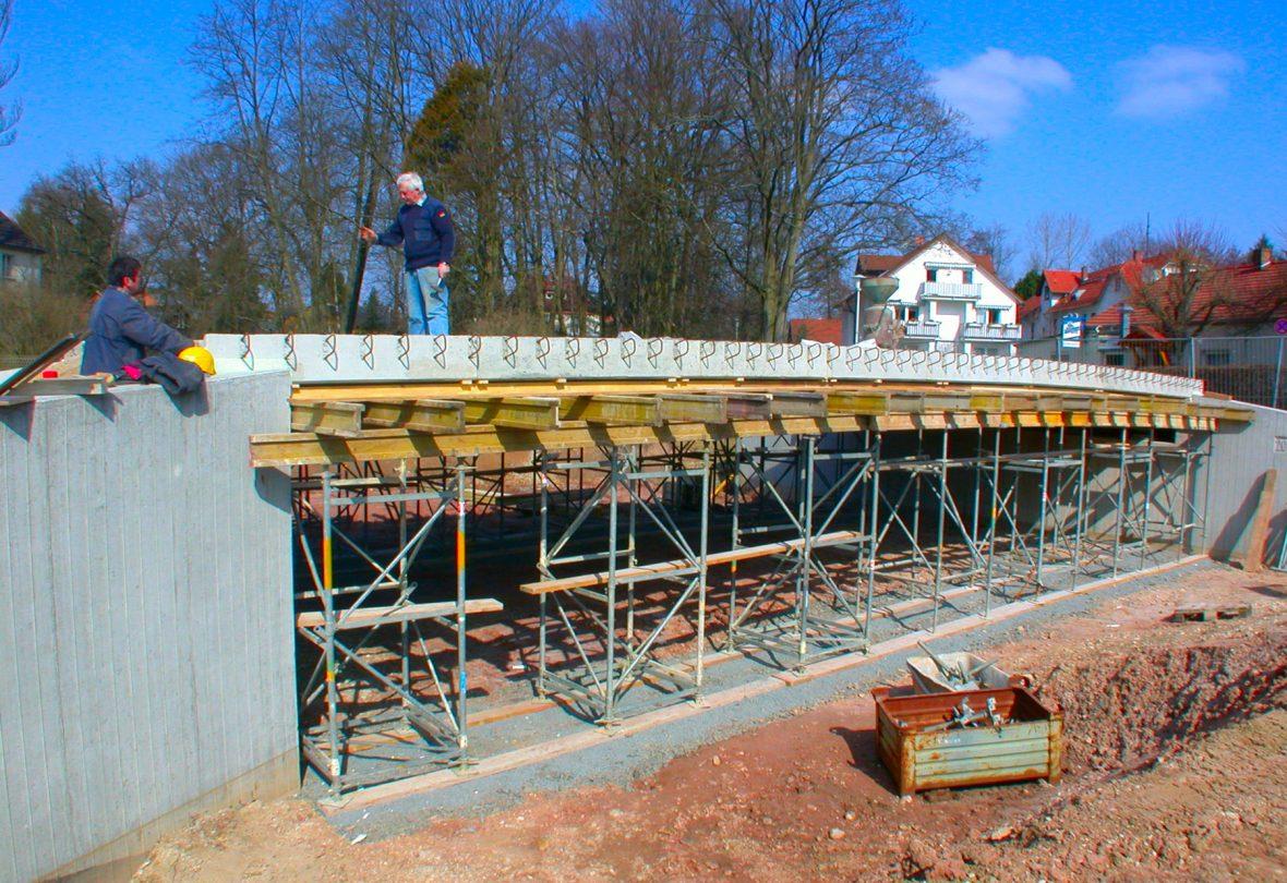 Schlicht + Fischer Ingenieurgesellschaft / Bauprojekt: Stahlverbundbrücke über die Lauter, Coburg-Neuses